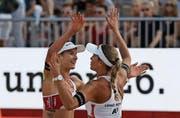 Joana Heidrich (links) und Anouk Vergé-Dépré starten an der EM in Lettland als Nummer drei. (Bild: AP)