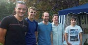 Erfolgreiche Buchser Tennisspieler: Thomas Zäch, Romeo Scheurer, Markus Hofmänner, Turnierleiter Hans Rothenberger und David Göldi (von links). (Bild: PD)