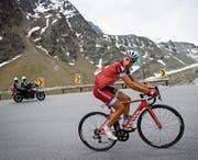 Simon Spilak greift im Schlussanstieg nach Sölden an. (Bild: Gian Ehrenzeller/KEY)