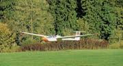 Segelflugpilot Fabian Grunder und Fluglehrer Edwin Gubler beim Landeanflug in Amlikon. (Bild: Ruedi Steiner)