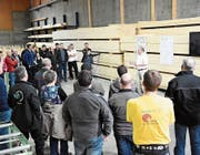 Grosses Interesse an den Ausführungen von Res Näf, geschäftsführender Gesellschafter der Necker Holz AG. (Bild: PD)