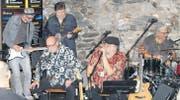 Kuddel Renner & His Amazing Blues Orchestra: Im randvollen Blueskeller zeigte sich das Publikum von der Darbietung der Künstler begeistert. (Bilder: Ignaz Good)