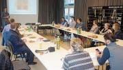 Organisator Mario Kradolfer begrüsst die Teilnehmer zum zweiten Netzwerktreffen Jugend im Blaswerk Haag. (Bild: Urs Handte/PD)