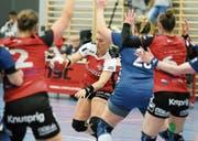 Martina Strmsek (hier im Spiel gegen Basel) hielt Kreuzlingen mit ihren Toren im Spiel. (Bild: Mario Gaccioli)