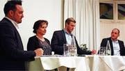 Diskussion um Theater-Kredit: Befürworter Raphael Frei und Monika Lehmann, Moderator Felix Kuster, Gegner Sandro Wasserfallen. (Bild: fbi)