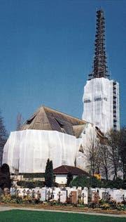 Die evangelische Kirche Amriswil – hier im Baugerüst – wurde vor 25 Jahren renoviert. (Bild: PD (Frühjahr 1992))