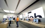 Im Apple Store in Zürich erhitzte sich der Akku eines iPhones. (Bild: WALTER BIERI (KEYSTONE))