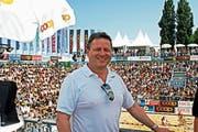 Peter Thoma, Geschäftsführer der Beachtour, im Centre Court am Rorschacher Hafen. (Bild: Fritz Bichsel)