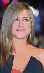 Die Ausnahmen von der Regel: Gewollt kinderlose Frauen, die zu ihrer Entscheidung stehen: Schauspielerinnen Helen Mirren, Jennifer Aniston und Cameron Diaz (v. l.). (Bilder: ap, epa)