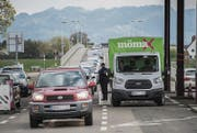 Knapp 10 000 Arbeitnehmende pendeln als Grenzgänger in den Kanton St. Gallen. (Bild: Benjamin Manser)