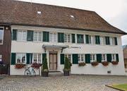 Einst ein Bauernhaus, ist hier nach umfangreichen Renovations- arbeiten die Verwaltung der Gemeinde Oberweningen untergebracht.
