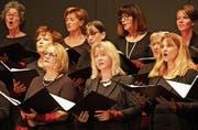 Die Harmonie-Singers Wil begeisterten das Publikum in der Tonhalle mit Vielfalt, Überraschendem und purem Hörspass. (Bild: Christof Lampart)