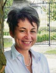 Trotz Gittern und Mauern lächelt Annette Keller, die Thurgauer Gefängnisdirektorin in Hindelbank. (Bild: Kathrin Zellweger)