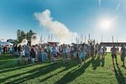 Vor zwei Jahren war während des Festivals viel los auf der Festwiese. Wegen des angekündigten Regens findet dort dieses Jahr nichts statt. (Bild: Andrea Stalder)