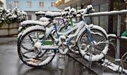 Rückkehr des Winters dämpft die Velobegeisterung (Bild: Heini Schwendener)