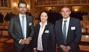 AGV-Präsident Thomas De Martin mit den beiden Referenten am Behördenapéro, die Thurgauer Regierungspräsidentin Carmen Haag und Mowag-Geschäftsführer Oliver Dürr. (Bild: Christoph Heer)