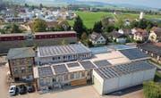 Das Firmendach des Maschinen- und Betriebshelferrings in Wängi wird für die Gewinnung von Sonnenenergie genutzt. (Bild: pd)