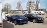 Ein Bentley und verschiedene Mercedes-AMG-Modelle gehören zum Fuhrpark der Familie. (Bild: Martin Rechsteiner)