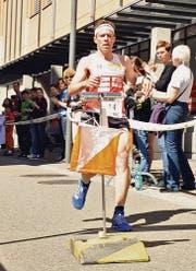 Der Eschliker Daniel Hubmann lief beim Sprint durch die Weinfelder Innenstadt als Dritter ins Ziel. (Bild: Daniela Ebinger)