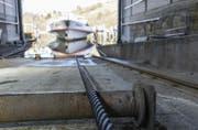 Die MS Thurgau der Schifffahrtsgesellschaft Untersee und Rhein (URh) wird am Montag in der Werft ausgewassert.