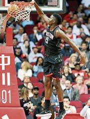 Clint Capela hat sich zu einem Leistungsträger der Houston Rockets entwickelt. (Bild: Eric Christian Smith/AP)
