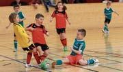 Mit allerletztem Körpereinsatz gehen die jungen Kicker zu Werke, wenn es darum geht, den Ball hinter die Torlinie zu schieben. (Bild: Robert Kucera)