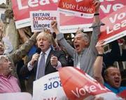 Der Ruf als Exzentriker eilt ihm voraus: Boris Johnson (links, mit Mikrophon) wirbt für einen Austritt Grossbritanniens aus der EU. (Bild: imago/Ben Stevens)