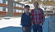 Lisbeth und Hanskoni Frischknecht sind seit der Eröffnung die Gastgeber im Reka-Feriendorf Urnäsch. (Bild: MC)