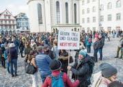 Das St. Galler Staatspersonal demonstrierte im April gegen eine Streichung der 200-Millionen-Einlage in die Pensionskasse. (Bild: Urs Bucher)