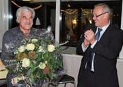 Nach fast 40 Jahren im Dienst der Gemeinde Gams wurden die Verdienste von Grundbuchverwalter Alfons Lenherr (links) aus Anlass seiner Pensionierung per Ende Januar von Gemeindepräsident Fredy Schöb gebührend gewürdigt. (Bild: PD)