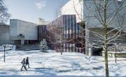 Der St. Galler Theaterbau Claude Paillards von 1968 soll renoviert und leicht erweitert werden. (Bild: Hanspeter Schiess (St. Gallen, 13. Februar 2018))