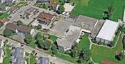 Eine neue Dreifachturnhalle soll die Turnhallen 2+3 beim Schulhaus Wiesengrund ersetzen. (Bild: PD)