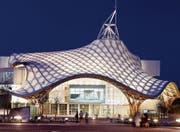 Seit diesem Projekt, dem Centre Pompidou in Metz im 2005, machen Hermann Blumer und der japanische Stararchitekt Shigeru Ban gemeinsame Sache. Bei der Preisübergabe musste sich Ban vertreten lassen. (Bild: PD)