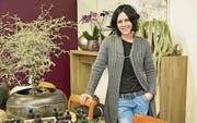 Tanja Reinhard in ihrem neuen Pflanzen-Atelier an der Bankstrasse. (Bild: Mario Testa)