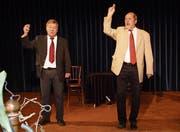 Burkhard Damrau und Dieter Richter boten Kabarett im Aadorfer Kleinkunstsaal. (Bild: Kurt Lichtensteiger)