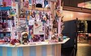 Ein wunderbarer Tauschsalon: Der «Kiosk à Gogo» im Eingangsbereich des Festivals. (Bild: Sabrina Stübi)