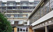 Dreizehn Maisonette-Häuschen sind auf das Dach des ehemaligen Saurer-Dreherei-Gebäudes aufgesetzt worden. (Bild: Max Eichenberger)