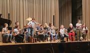 Das Schwyzerörgeli-Ensemble überrascht mit verschiedenen Instrumenten. (Bilder: Christoph Renn)