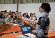 Referentin Monika Riwar sprach vor 90 Frauen über das schöne aber schwere Miteinander. (Bild: Monika Wick)
