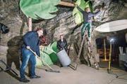 Mitten in den Vorbereitungen: Markus Eichenberger, Andy Schneider und Fritz Lorenz. (Bild: Reto Martin)