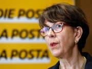 Die Konzernchefin der Post, Susanne Ruoff, verteidigt die Umbaupläne für ihr Unternehmen erneut in einem Interview. (Archivbild) (Bild: KEYSTONE/PETER KLAUNZER)