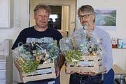Wolfgang Kohler und Kurt Alder erhalten ein Geschenk. (Bild: pd)