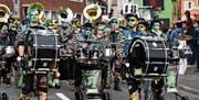 Die zahlreichen Guggenmusiken am Umzug in Gams schätzten den Verzicht auf die Wagen-Aussenbeschallung. (Bild: Elke Schwizer (28. 1. 2018))
