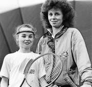 Martina Hingis mit ihrer Mutter und Trainerin Melanie Molitor. (Bild: Arno Balzarini/Keystone (Trübbach, 1991))