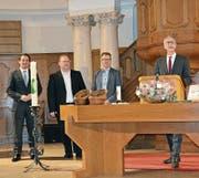Pfarrer Pius Helfenstein mit den drei Vertretern der Evangelischen Allianz-Gemeinden. (Bild: Werner Nef)