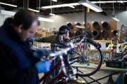 Die Projektwerkstatt, in der Arbeitslose unter anderem Velos reparieren, erhält keinen neuen Auftrag mehr. (Bild: Urs Jaudas/Symbol)
