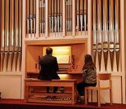 Jens Wiech an der Orgel der Neuapostolischen Kirche. (Bild: Peter Küpfer)