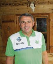 Manager Klaus Allofs sagt, Trainer Dieter Hecking sei für Wolfsburg ein Glücksfall. (Bild: Christian Brägger)
