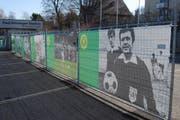 Eingang zum Paul-Grüninger-Stadion des SC Brühl, wo Walter Hungerbühlers Foto die Match-Besucherinnen und -Besucher empfängt. (Bild: pd)