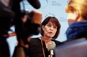 Handelt Medienministerin Doris Leuthard nicht entschlossen, so droht der grosse Knall. (Bild: Christophe Ena/AP (Paris, 12. Dezember 2017))